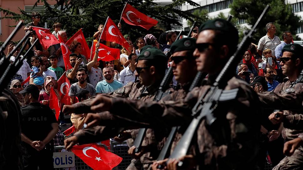 Политические чистки привели к дефициту военных кадров в Турции