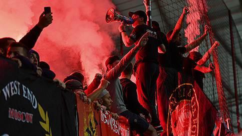 «Спартаку» запретили продавать билеты на матч с «Севильей» // UEFA наказал красно-белых за недисциплинированное поведение болельщиков