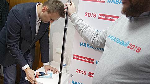 Сторонников Алексея Навального пытаются нейтрализовать на школьной скамье // Во Владивостоке ученика хотели выгнать из лицея за значок в поддержку оппозиционера