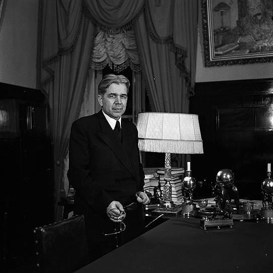 С 1945 по 1951 годы президентом АН СССР был физик-оптик Сергей Вавилов. Самые известные научные труды были посвящены люминесценции и изучению природы света.  После смерти Сергея Вавилова Институт физических проблем АН СССР был назван его именем и носил его почти 40 лет
