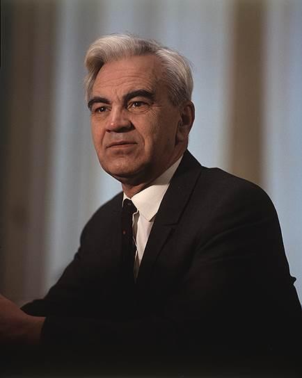 С 1961 по 1975 годы президентом Академии наук был математик и механик Мстислав Келдыш. Среди прочего, он участвовал в создании советской термоядерной бомбы и запуске первого искусственного спутника Земли