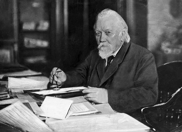 С 1917-го по 1936 год Академию наук возглавлял геолог Александр Карпинский. Среди прочего он составил сводные геологические карты Урала и европейской части СССР, а также впервые раскрыл черты тектонического строения Русской платформы. Во время выборов 1917 года против него был подан только один голос, его собственный