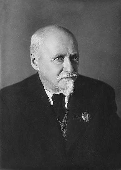 С 1936-го по 1945 год во главе Академии наук встал ботаник и географ Владимир Комаров. Мировую известность он получил благодаря исследованиям флоры Дальнего Востока, Маньчжурии и Кореи, а в Советской России по его инициативе был создан петроградский генетический центр Бюро по евгенике