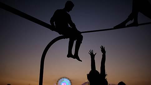 Растягивая детство // Современные подростки взрослеют медленнее, чем их родители