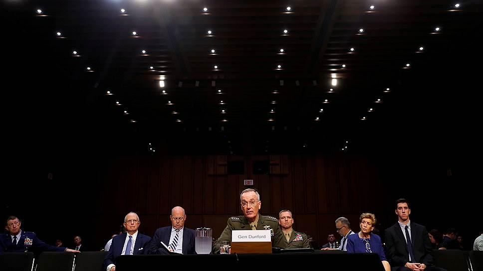 Глава комитета начальников штабов США генерал Джозеф Данфорд (в центре)