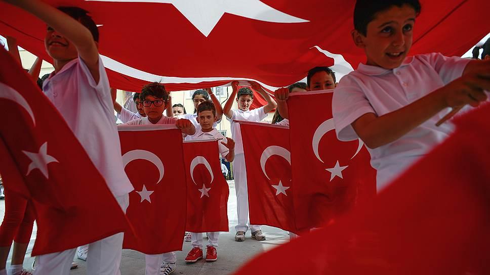 Почему США и Турция прервали визовые отношения