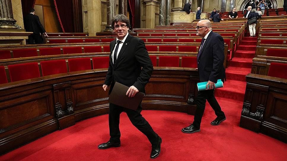 Как глава Каталонии сначала подписал декларацию, а затем приостановил ее действие