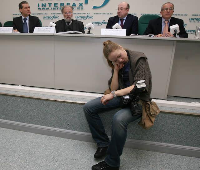Участница пресс-конференции в агентстве «Интерфакс», 2009 год