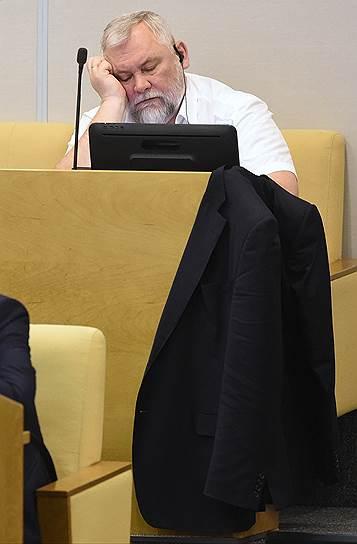 Зампред комитета Госдумы РФ по жилищной политике и ЖКХ Вадим Булавинов во время пленарного заседания, 2017 год