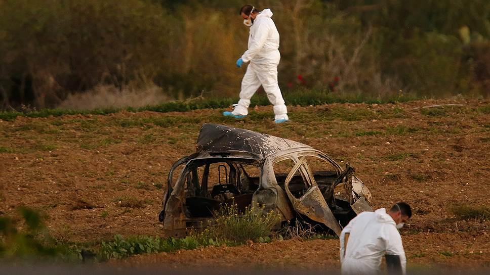Окрестности деревни Бидния, Мальта.  Остов взорвавшегося автомобиля Дафны Каруаны Галиции