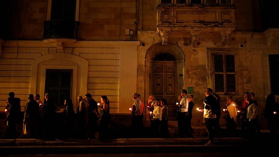 Сент-Джулианс, Мальта. Траурное шествие