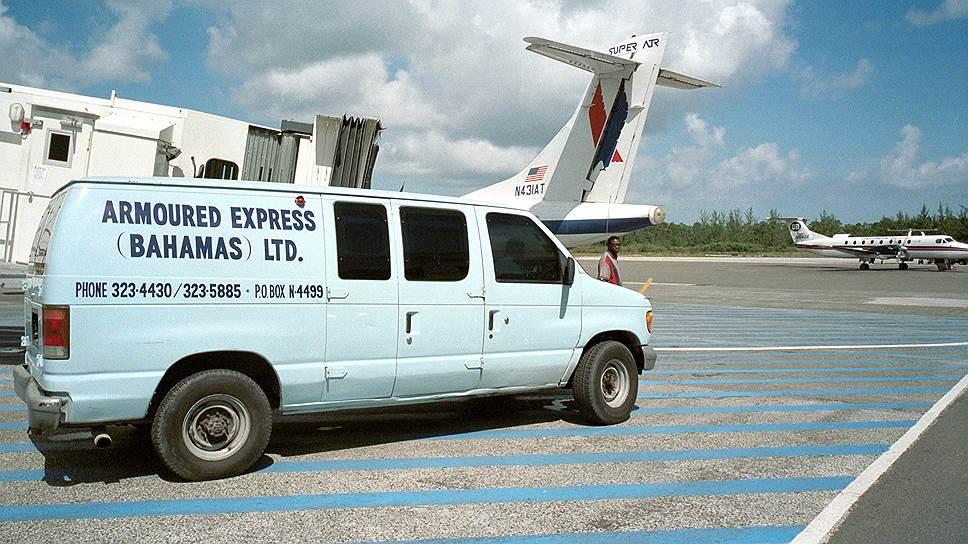 В налоговый рай на Багамских островах деньги иностранцев попадают разными путями