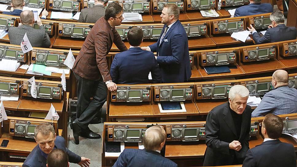 Зачем украинские депутаты лишают себя неприкосновенности