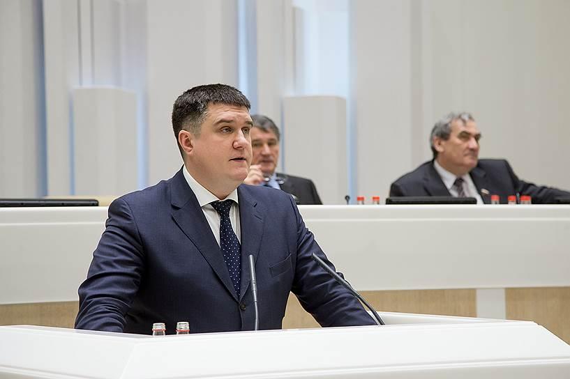 Еще один выходец из МГЕР — экс-глава центрального штаба Александр Борисов был избран членом Совета федерации от Псковской области в 2009 году. В апреле 2013 года стал заместителем главы комитета СФ по социальной политике. Переизбран сенатором в октябре 2016 года