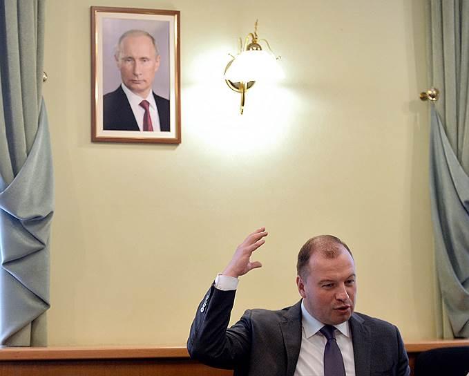 В октябре 2016 года еще одним замом в УВП стал бывший член регионального штаба МГЕР Сергей Смирнов. В 2017 году он был назначен руководителем администрации главы и правительства Удмуртии