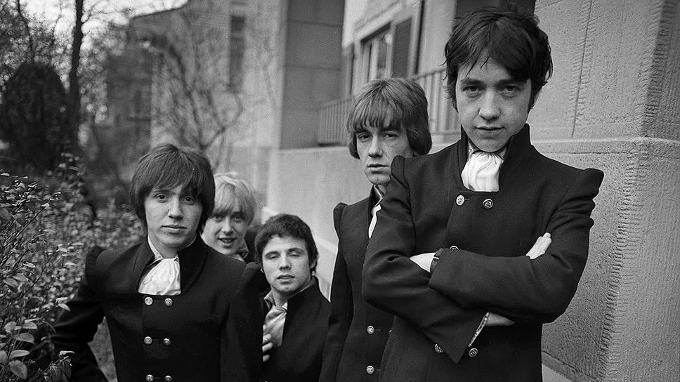 Участники группы The Easybeats, 1967 год: слева направо Стив Райт, Гарри Ванда, Генри Флит, Дик Даймонд и Джордж Янг