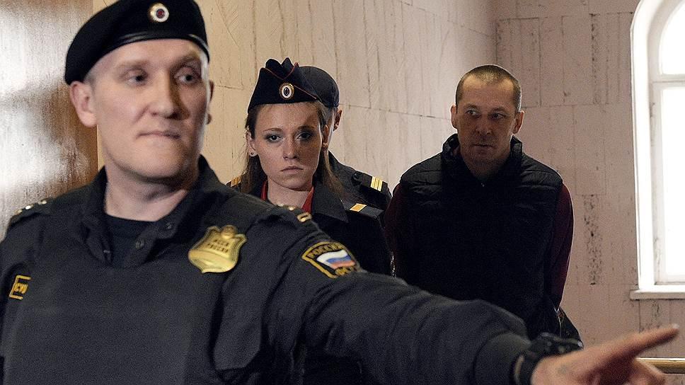 Во сколько следствие оценило преступные доходы полковника Захарченко