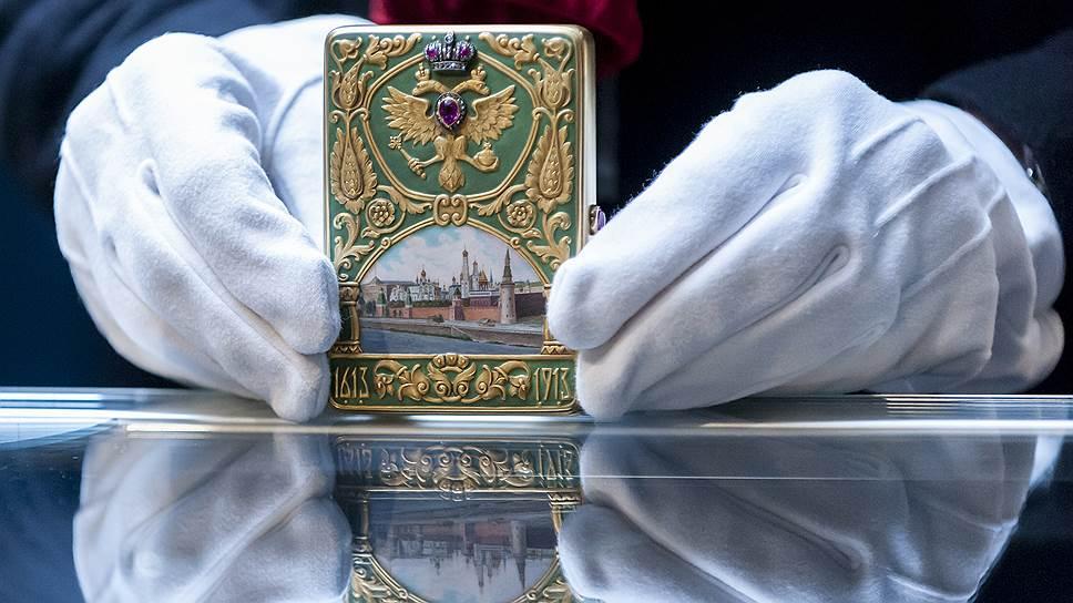 Этим портсигаром Николай II наградил Милия Милиевича Аничкова, заведующего хозяйством гофмаршальской части Министерства императорского двора в дни празднования 300-летия дома Романовых