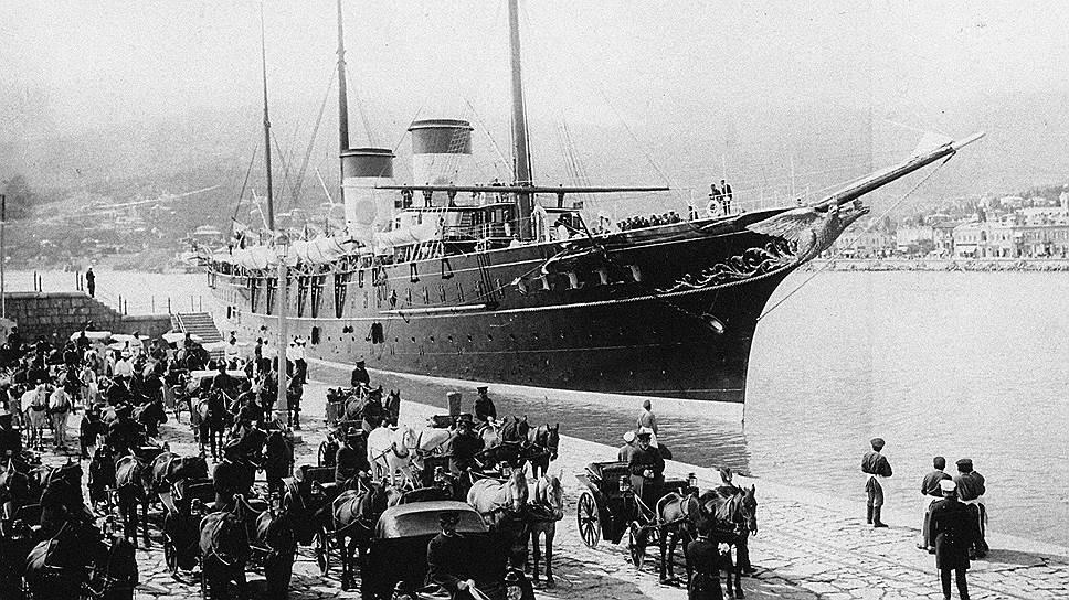 Во время пребывания семьи Романовых в Ливадии на борт императорской яхты «Штандарт» мог подняться любой желающий