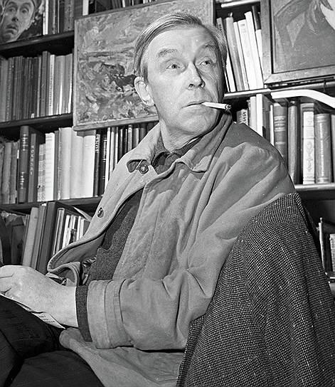 В 1940-е годы Эраст Гарин начал работать на радио и с тех пор считается одним из основоположников советского радиотеатра. Его первой постановкой стали «Тридцать три раунда», которые можно назвать и первым отечественным сериалом. Каждый из 33 раундов транслировали в свой день. Однако самым известным радиоспектаклем Эраста Гарина стал «Вечера на хуторе близ Диканьки», вышедший в эфир в 1950 году