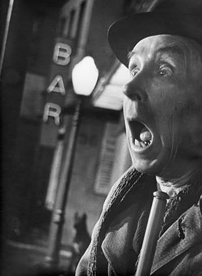 Известность Эраст Гарин получил, сыграв в одной из первых советских комедий «Мандат» (поставлена по пьесе Николая Эрдмана). Премьера спектакля состоялась 20 апреля 1925 года. Присутствовавшие в зале критики насчитали около трёхсот взрывов смеха, в основном, вызванных репликами Гулячкина — героя Эраста Гарина. За это театр наградил актера собранием сочинений Владимира Ленина