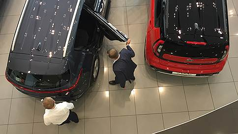 Авторынок закрепился «в плюсе» // Продажи автомобилей растут восьмой месяц подряд