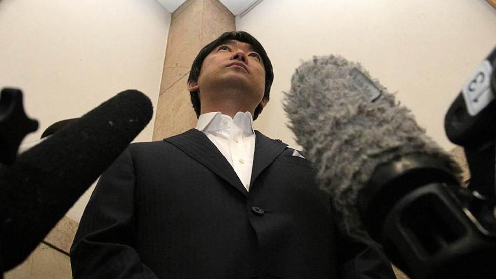 Мэр Осаки — известный борец с якудза, проверяющий всех своих служащих на наличие бандитских татуировок