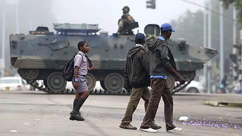 В Зимбабве военные отстранили президента Роберта Мугабе от власти // Они намерены покончить с «преступниками» в его окружении