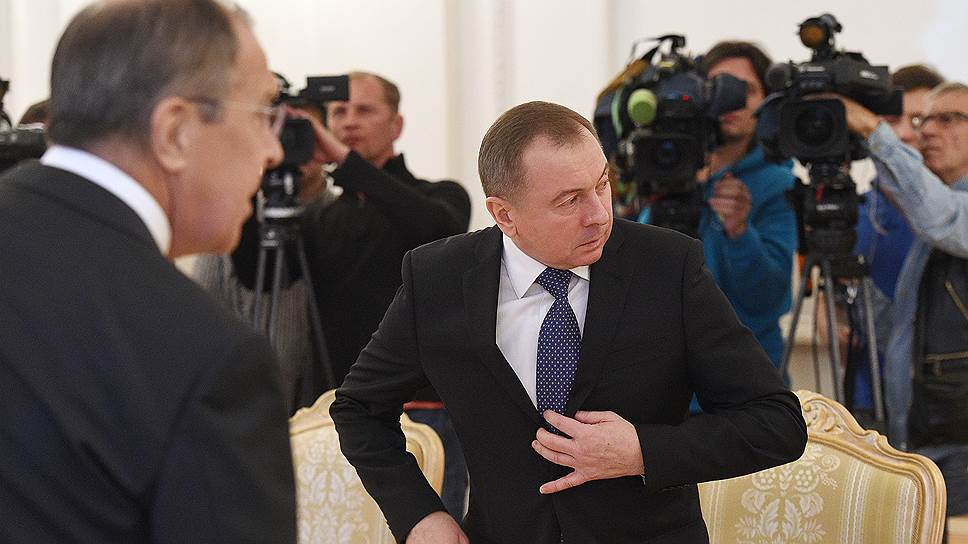Министр иностранных дел России Сергей Лавров (слева) и министр иностранных дел Белоруссии Владимир Макей