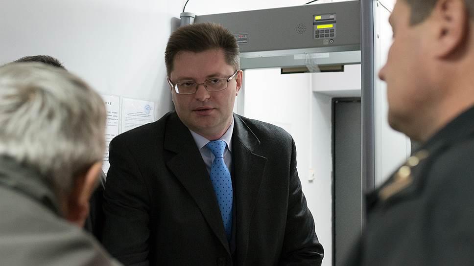 Бывший заместитель прокурора Курской области, сын липецкого губернатора Роман Королев (в центре)
