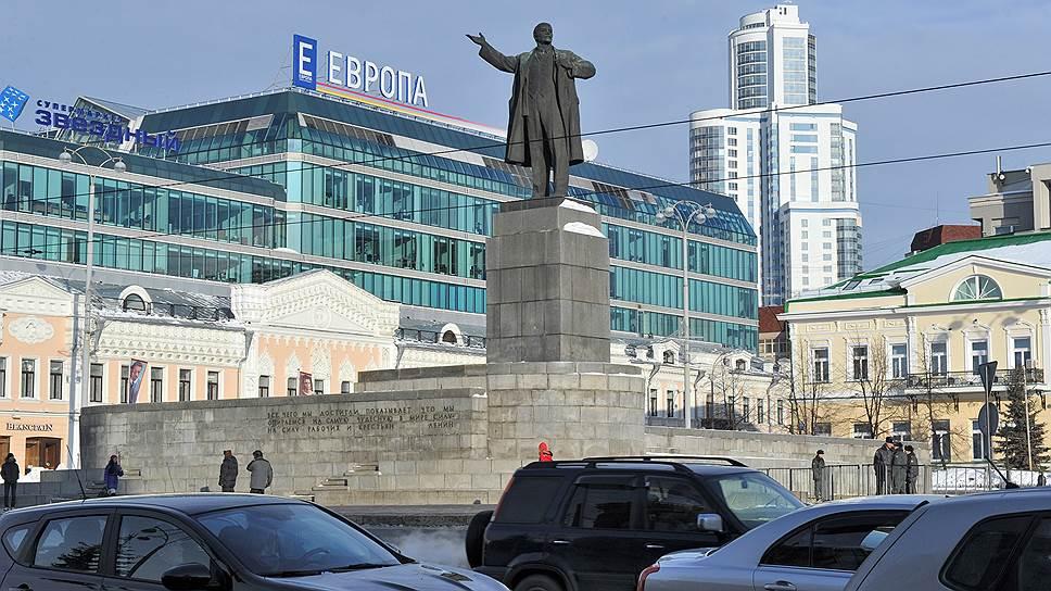 Почему Екатеринбург оставляют без выделенных полос