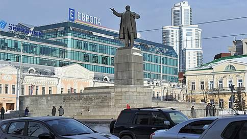 Екатеринбург оставляют без полос // Суд поддержал требования региональной ГИБДД