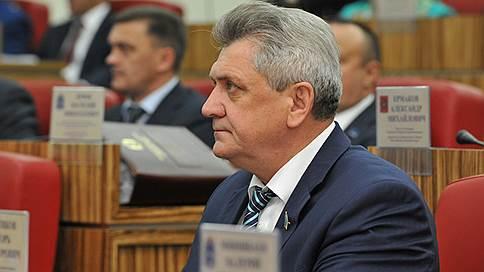 Депутата-нефтяника в СИЗО доставили на вертолете // Член заксобрания ЯНАО арестован за участие в коммерческом подкупе