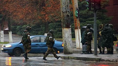Над ЛНР навис полицейский переворот // После отстранения главы МВД центр Луганска блокирован вооруженными людьми