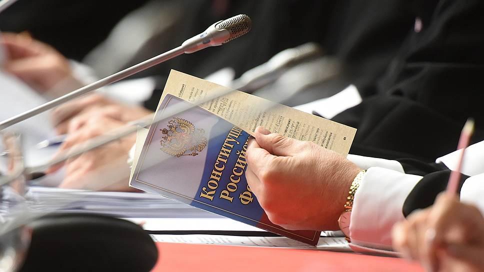Почему закон о Конституционном собрании не поддерживает ни одна фракция