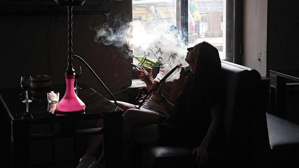 Почему Минздрав предлагает ограничить курение в автомобилях и коммуналках