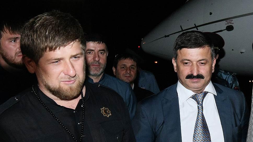 Глава Чечни Рамзан Кадыров (слева) и бывший полномочный представитель главы Чечни на Украине Рамзан Цицулаев