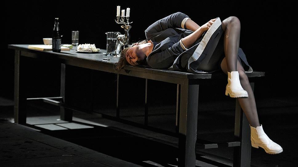 Премьера спектакля «Абьюз» в ЦИМе состоялась на этой неделе