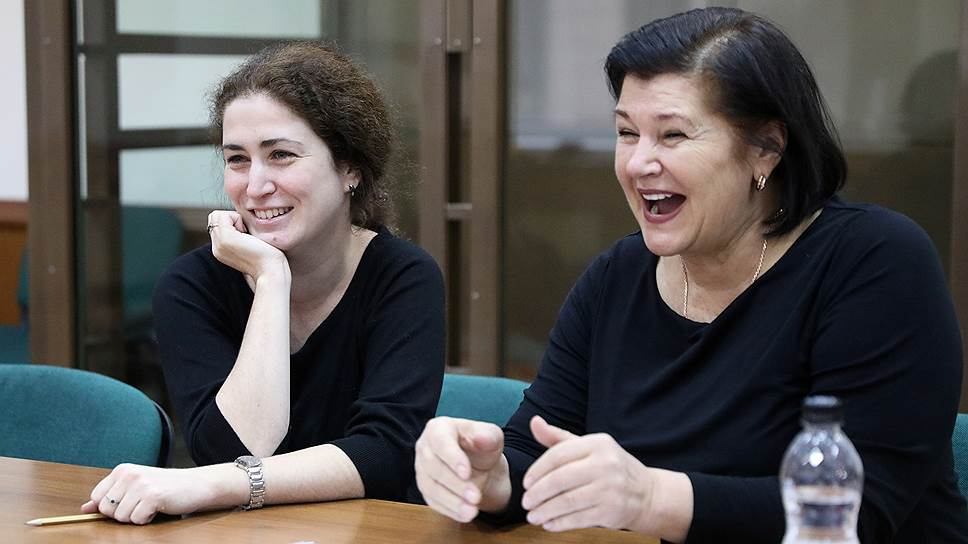 Директор Российского академического молодежного театра (РАМТ) Софья Апфельбаум (слева)