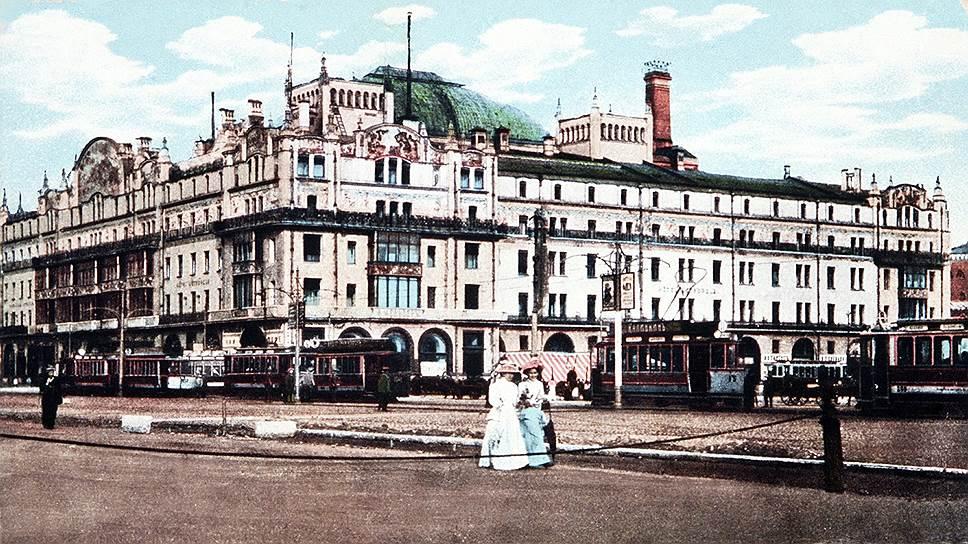 «Метрополь» был одной из центральных московских гостиниц, в которой останавливались состоятельные люди. Заведение настолько заботилось о своем статусе, что после 23 часов посетителей в номера не пускали