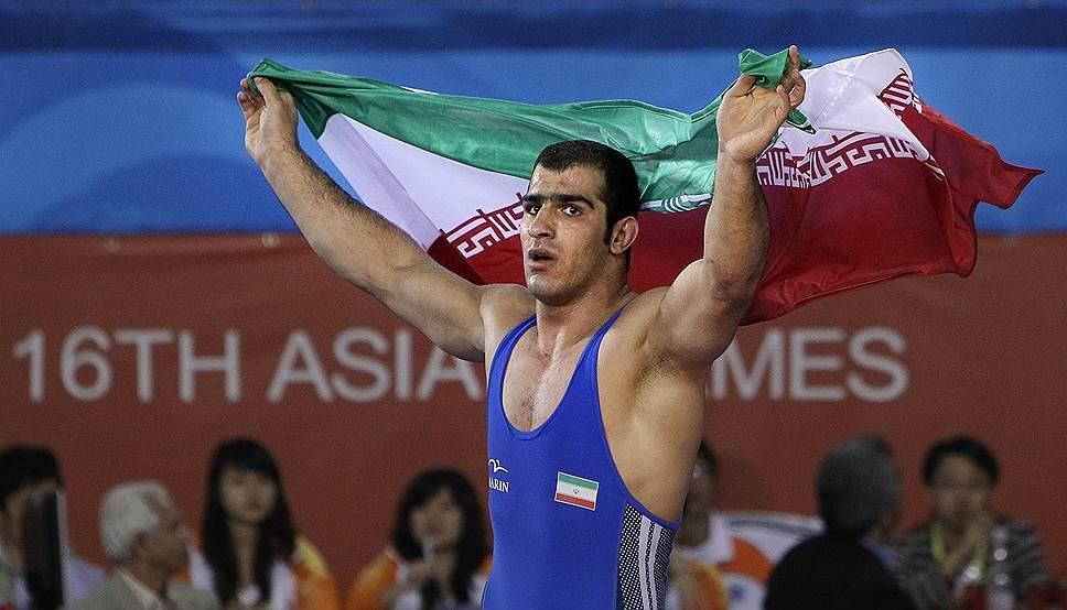 Иранского борца и чемпиона Азии Бабака Горбани в 2011 году уличили в применении запрещенных препаратов, спортсмен получил двухлетнюю дисквалификацию. В том же году его приговорили к тюремному заключению за убийство на бытовой почве. В 2014 году Горбани принял смертельную дозу лекарств