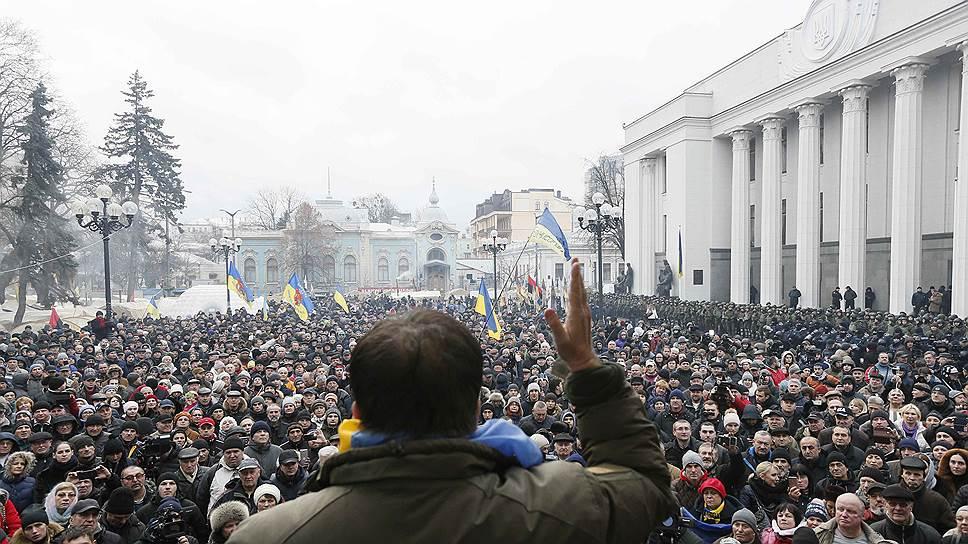 Как сторонники Михаила Саакашвили отбили его у СБУ и пришли к Верховной раде: онлайн трансляция