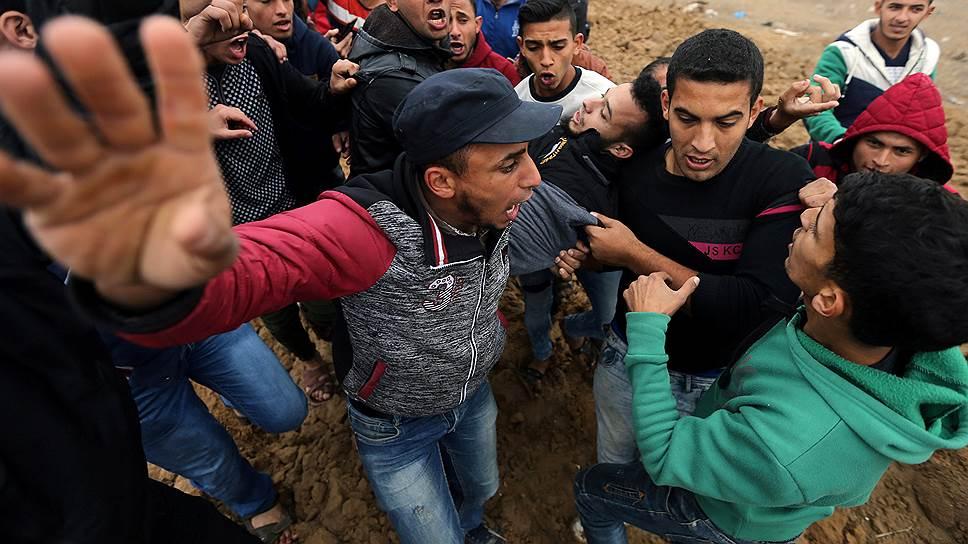 Раненный во время столкновения с армией Израиля палестинец