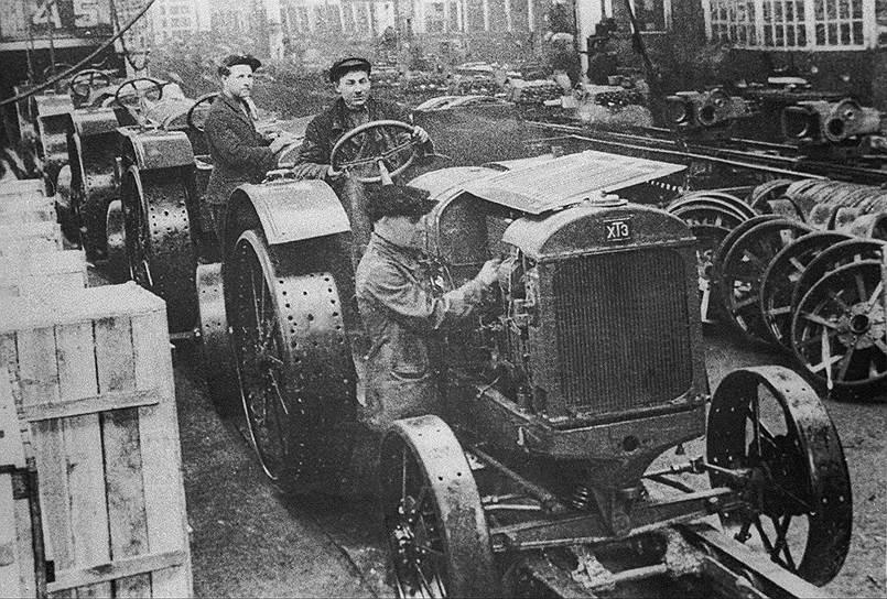 К середине 1930-х со многими иностранными рабочими стали перезаключать контракты на более плохих условиях и сняли со спецснабжения. Большинство инспецов покинули СССР, а оставшиеся в итоге пострадали от репрессий