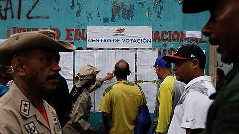 Амбиции венесуэльских оппозиционеров зарубили на корню // Муниципальные выборы лишили противников властей права на участие в президентской гонке
