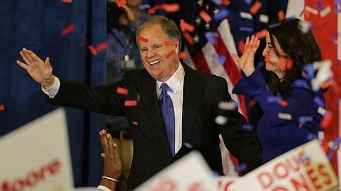 Полку демократов в Сенате США прибыло  / На дополнительных выборах в штате Алабама неожиданно победил Даг Джонс