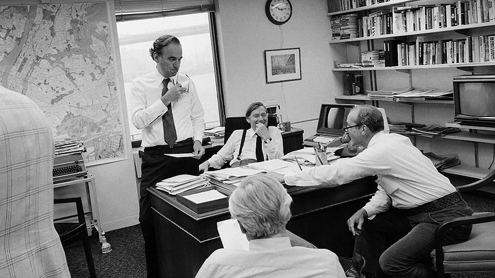 Руководство газеты The New York Post Daily. Слева направо: Руперт Мердок, Роджер Вуд, Питер Майкл Мор и Роберт Кастелло (1978 год)