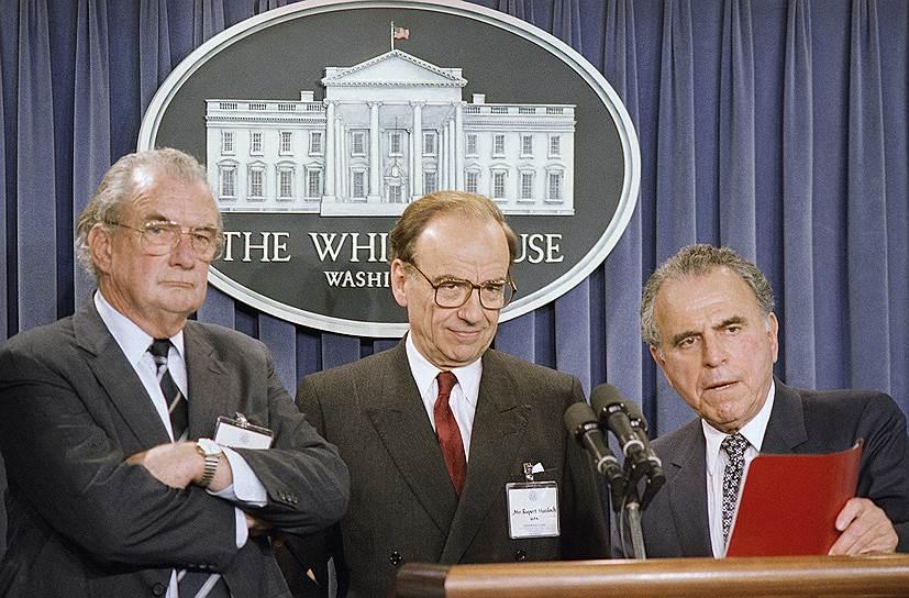 Слева направо: глава информационного агентства США Чарльз Уик, Руперт Мердок и адвокат Эдвард Беннетт Уильямс (1987 год)