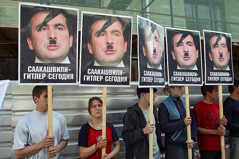 Осенью 2003 года Михаил Саакашвили выступил в качестве одного из лидеров «революции роз», в результате которой Эдуард Шеварднадзе был отстранен от власти. Впоследствии российские власти неоднократно осуждали лидеров «цветных революций», обвиняя Запад в их подготовке