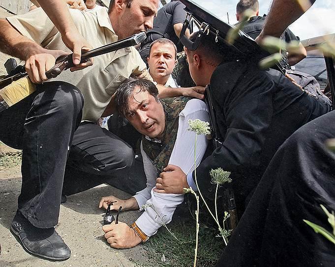 С 6 по 12 августа 2008 года шли боевые действия между Грузией с одной стороны и самопровозглашенными республиками Южной Осетией, Абхазией, а также Россией с другой. После признания Россией Южной Осетии и Абхазии независимыми государствами российско-грузинские дипломатические отношения были разорваны